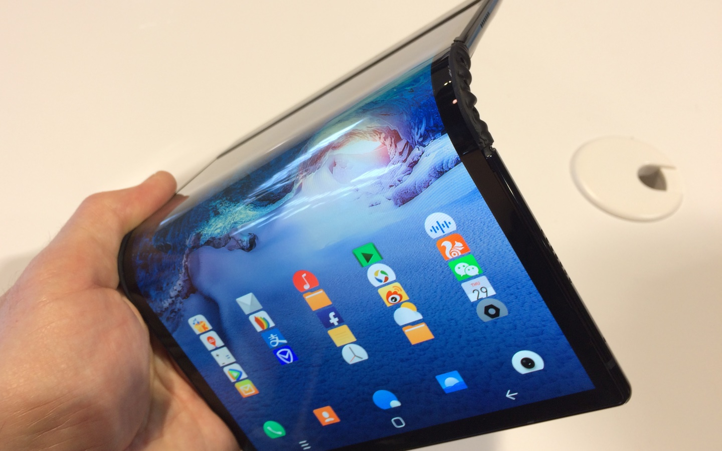 Bendy tablet screen