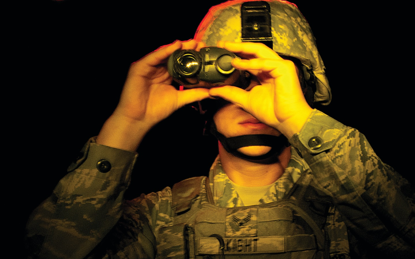 soldier using night vision goggles