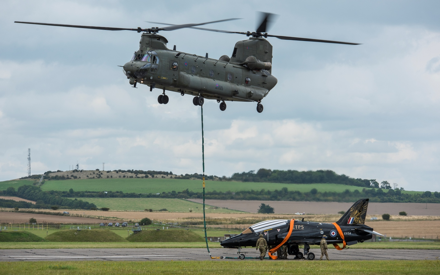 Hawk XX154 being lifted by a Chinook